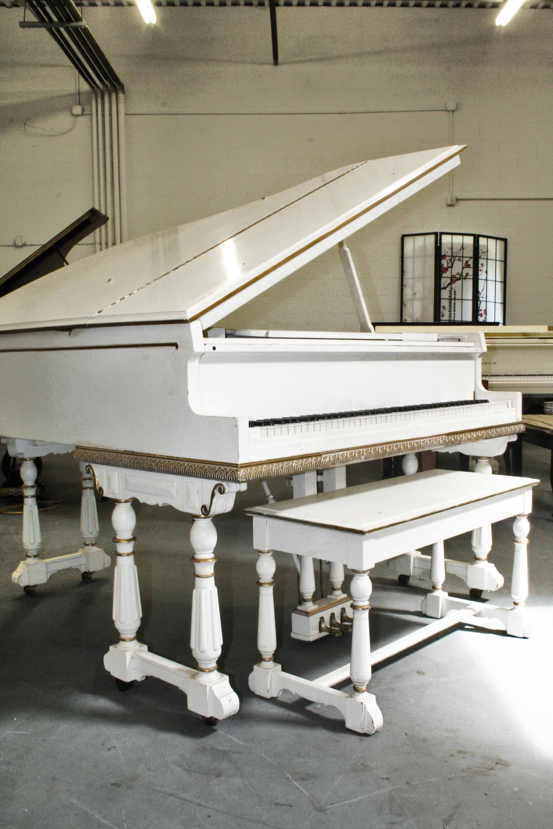 (SOLD)Art Case White Gloss Baby Grand Piano Everett 5'1