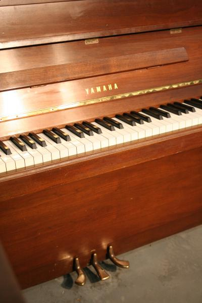 (SOLD) Yamaha Console Piano Walnut