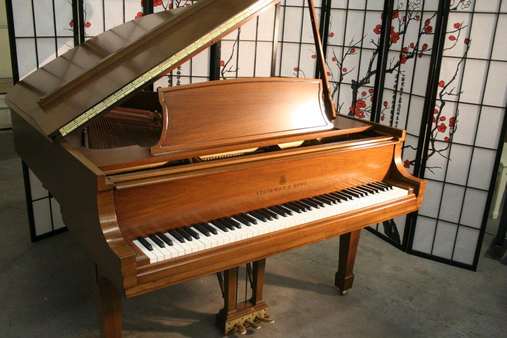 (SOLD) Steinway Grand Piano Model L 1979 Just Refinished Beautiful Walnut