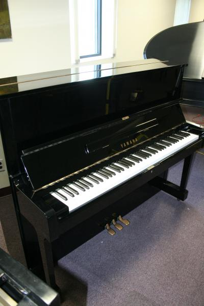 (SOLD) Yamaha U1 Studio Upright Ebony Gloss Excellent Condition $2950.