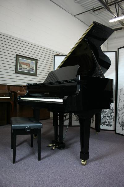 (SOLD)Yamaha Grand Piano G2 5'8' (NEW VIDEO)  Pristine Ebony Gloss 1982