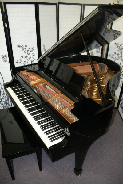 (SOLD)Steinway Grand Piano Model M 5'7' Ebony Gloss Rebuilt/Refinished 2002