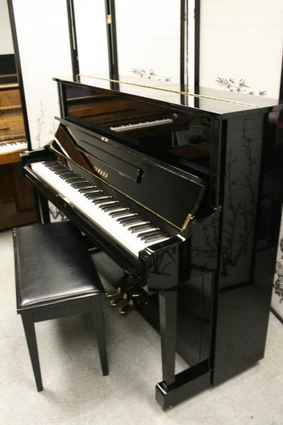 (SOLD Congrats Brian & Family in Jersey) Yamaha U1 Studio Upright Ebony Gloss 2000 Pristine Showroom Condition HOLIDAY SPECIAL:FREE DELIVERY!!