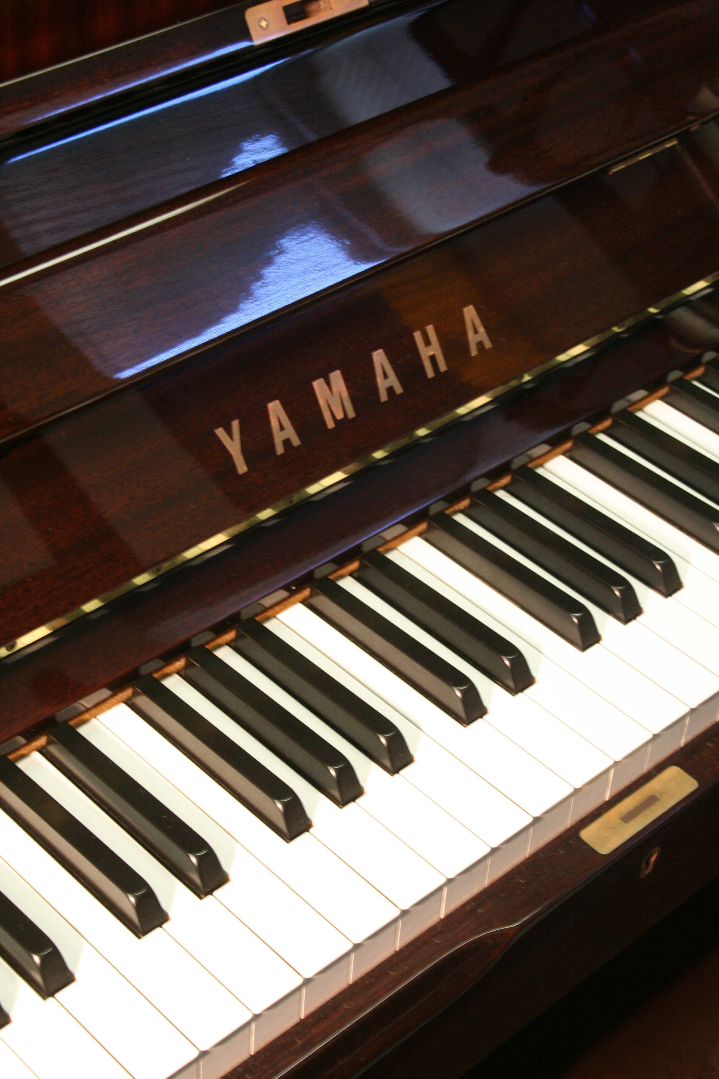 (SOLD)Yamaha U1 Studio Upright Beautiful Mahogany 1994