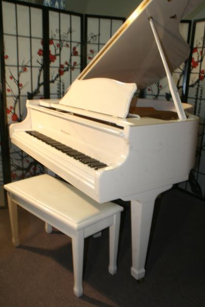 (SOLD)White Gloss Baby Grand Piano 1994 Otto Altenburg