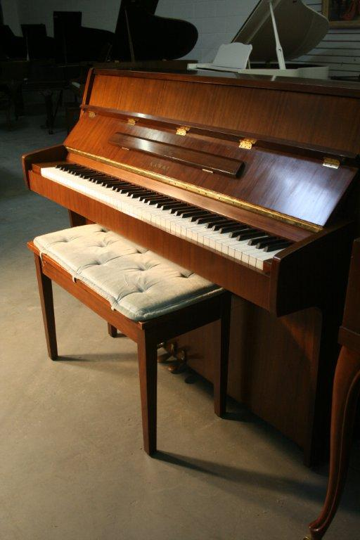(SOLD) Kawai Console Piano, Pretty Walnut, Low  Mileage