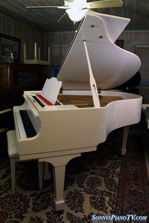 (SOLD)SCHUMANN White Gloss Grand Piano 5'8