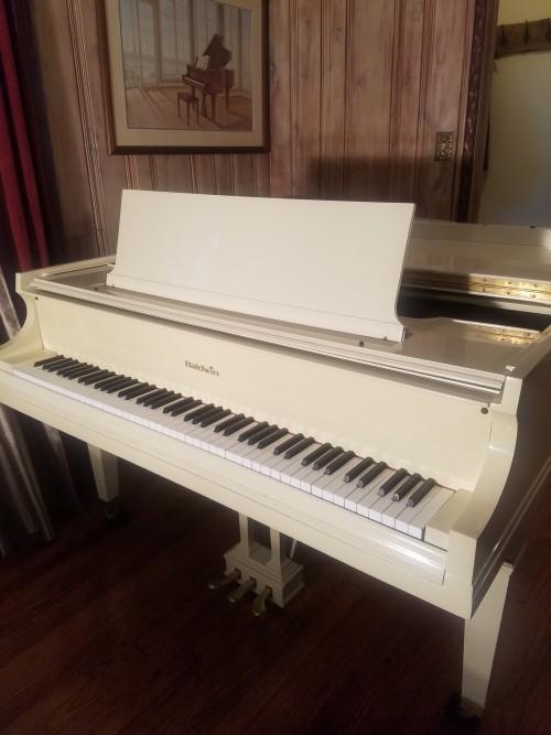 (SOLD )Baldwin White Gloss Baby Grand Model M 5'2
