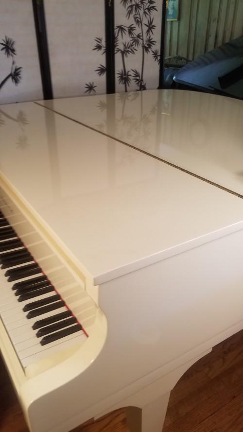 $3950. SAMICK BABY GRAND Ivory White Gloss  5'2