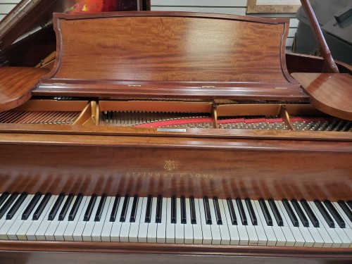 (SOLD) Beautiful Steinway Model O Flame Mahogany 5'10.5