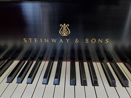 (SOLD)Steinway M Grand Piano 5'7