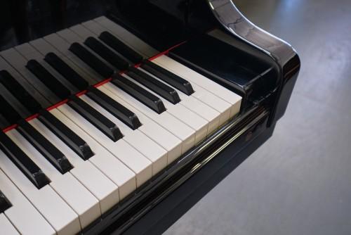 (SOLDTO YAN LI) SAMICK Ebony Gloss Grand Piano 5'8