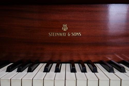 Steinway M