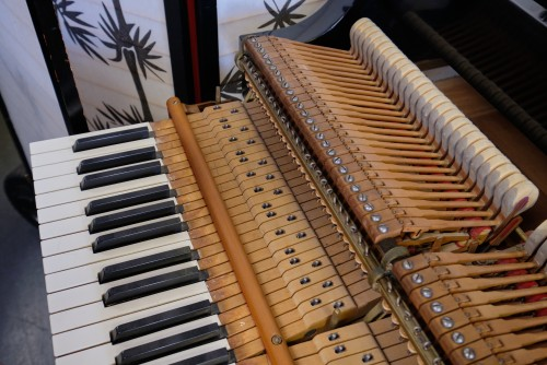 (DEAL OF THE WEEK) ONLY $11,950. Steinway M Ebony 5'7