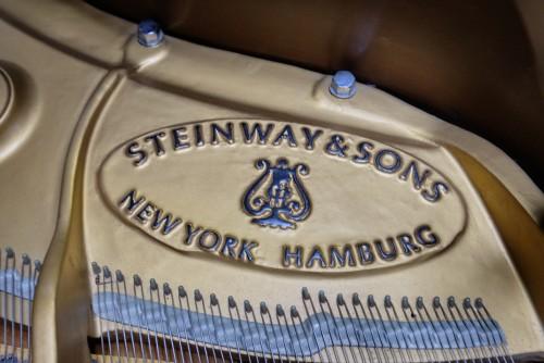Steinway L Walnut 1982 5'10.5