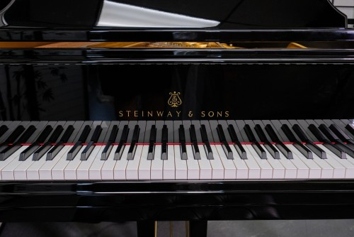STEINWAY M 2013 RARE EBONY GLOSS W/QRS PNOMATION PLAYER SYSTEM $45,000