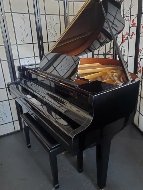 SAMICK Ebony Gloss Le Petite Baby Grand Piano 4'7