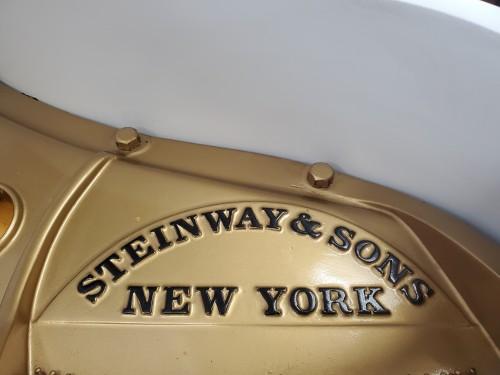 White Steinway M 5'7