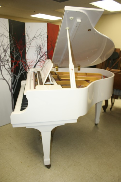 (SOLD) White Gloss Young Chang Grand Piano 1989 Excellent, Pristine $4500.