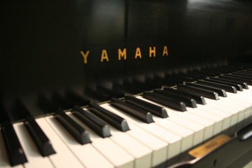 Yamaha Baby Grand Ebony G1 5'2