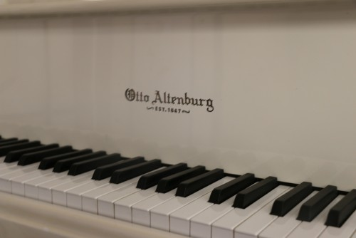 White Gloss/ivory Otto Altenburg Baby Grand 4'8