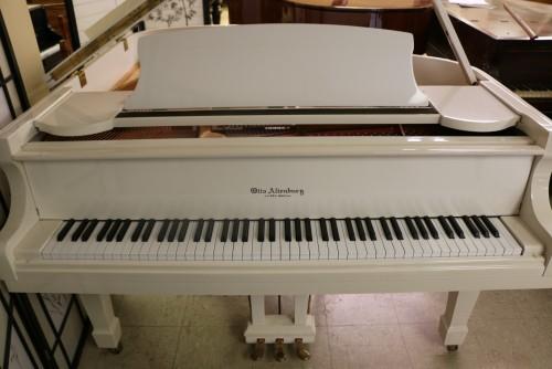 (SOLD) White Gloss/ivory Otto Altenburg Baby Grand 4'8