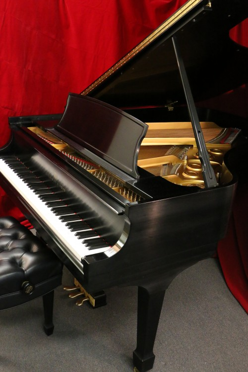 (SOLD Steinway L 2005 Grand Piano 5'10.5