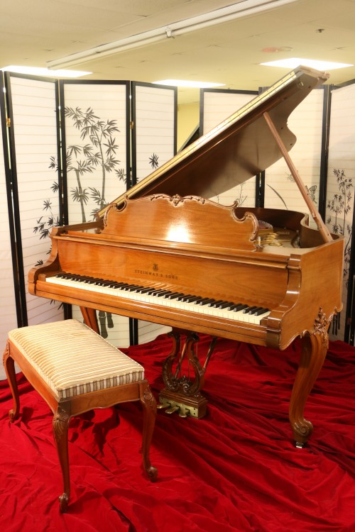 (SOLD)Steinway M King Louis XV Art Case Piano  Walnut 1968 Pristine