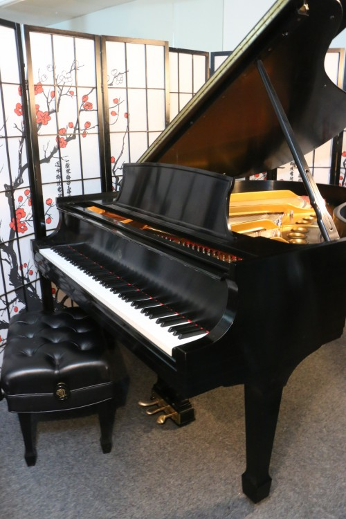 (SOLD) Steinway M Grand Piano Made in 2000, satin ebony, one private owner, lightly played.
