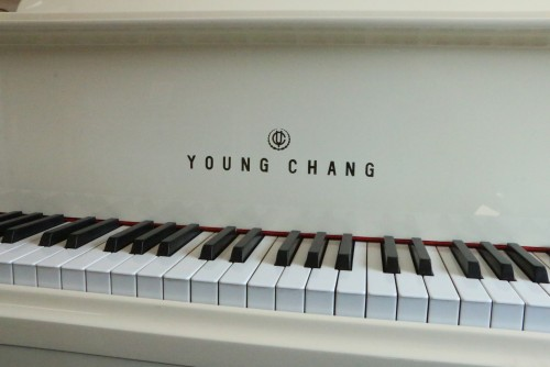 (SOLD) White/Ivory Gloss Baby Grand 5'7