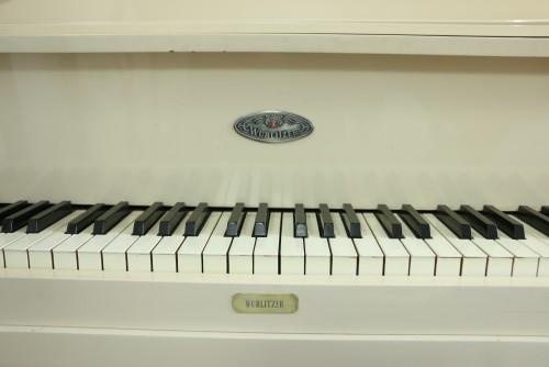 (SOLD)Custom White Gloss/Ivory Baby Grand Piano by Wurlitzer Contemporary Style