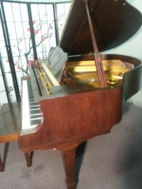 Young Chang Baby Grand Piano (VIDEO) 5' 1991 Pretty Semi-Gloss Walnut $2750.