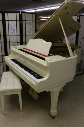 White Gloss Grand Piano Schumann by Samick 5'8