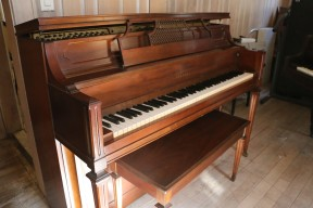 Yamaha Console Piano Pretty Walnut Low Mileage $1950.