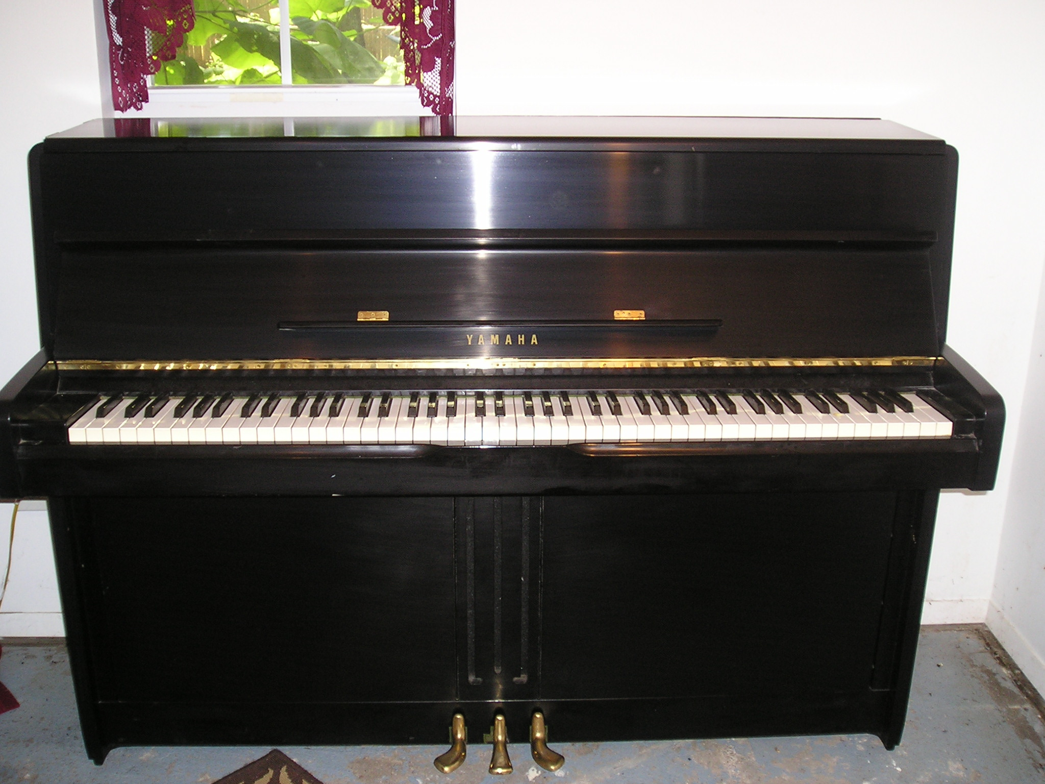 Sonnys piano tv piano gallery used steinways for sale sold yamaha console 42 1978 video - Yamaha console piano models ...