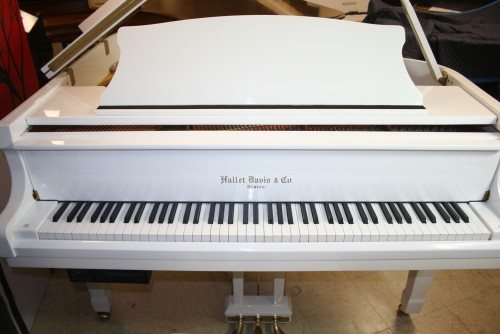 Sonnys piano tv piano photos white gloss hallet for How big is a baby grand piano