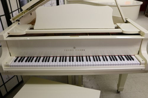 Sonnys piano tv piano photos white gloss ivory baby for How big is a baby grand piano