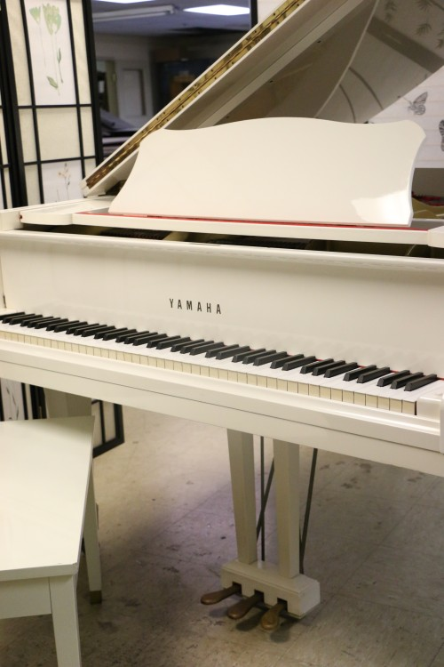Sonnys piano tv piano photos white gloss yamaha g1 for How big is a grand piano