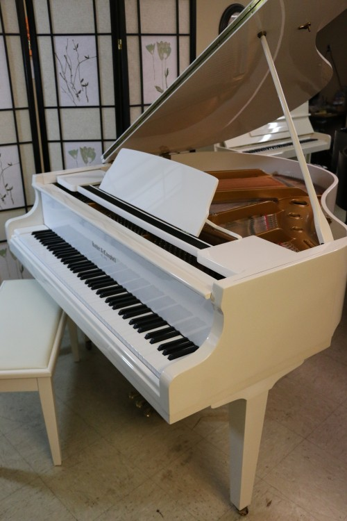 Sonnys piano tv piano photos sold white gloss baby for How big is a baby grand piano
