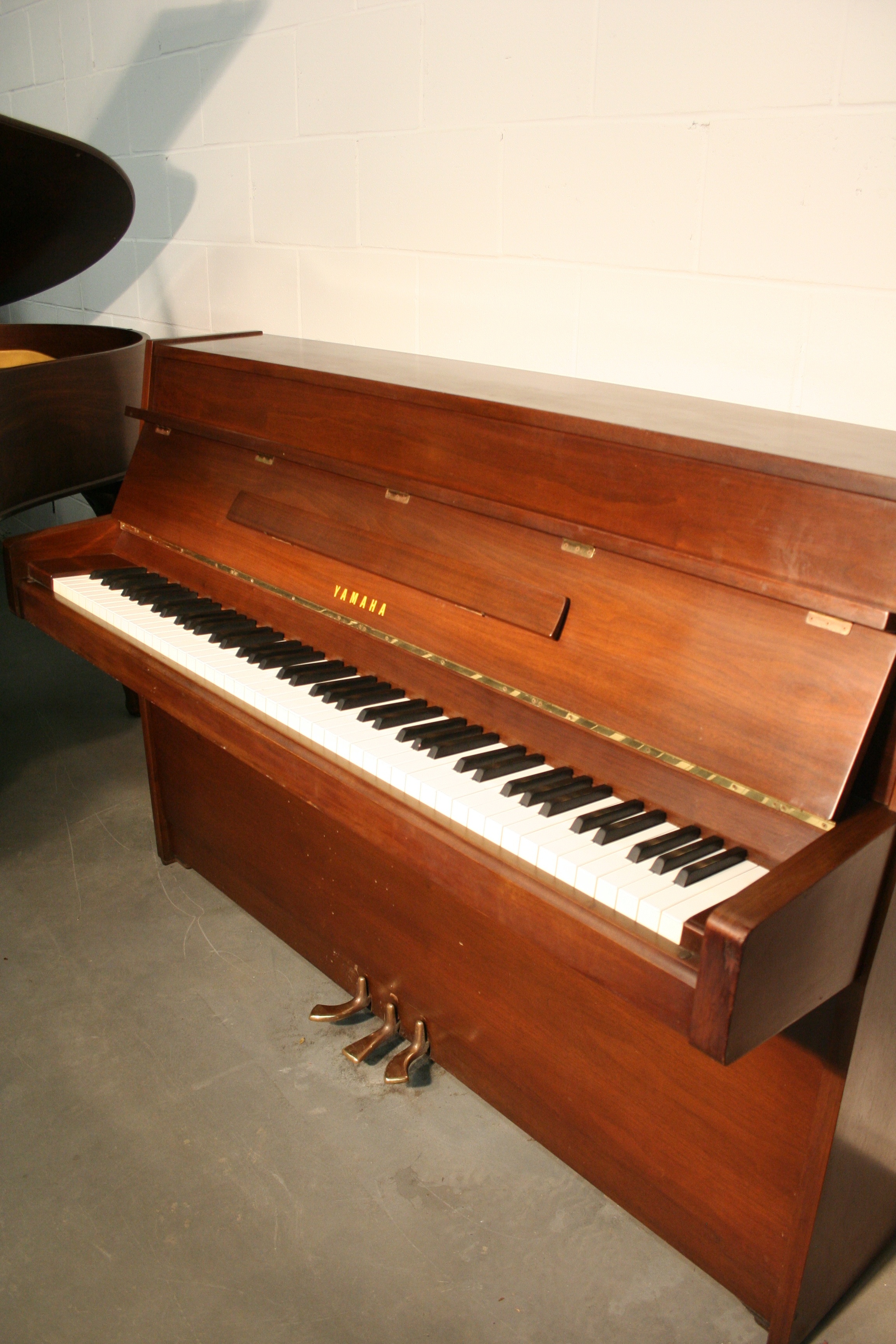 Sonnys piano tv piano gallery used steinways for sale sold yamaha console piano walnut - Yamaha console piano models ...
